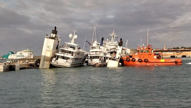 yacht transport ship accident